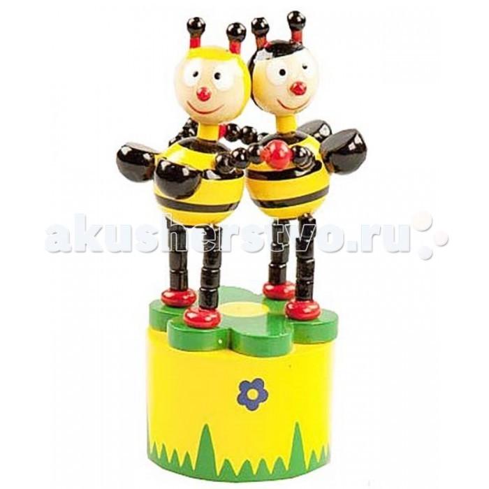 Деревянная игрушка Mapacha Танцующие пчелкиТанцующие пчелкиMapacha Танцующие пчелки развлекут малыша. Если нажать пальцем на кнопку снизу, то пчелки начнут танцевать - двигаться, наклоняясь в разные стороны.   Игрушка развивает воображение, координацию движений и мелкую моторику рук.   Изготовлено из натурального дерева.<br>
