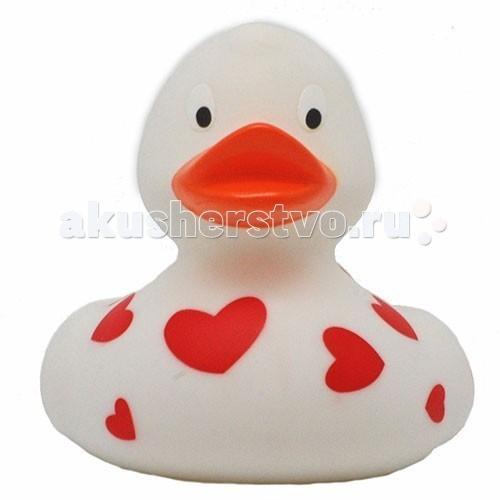 LiLaLu Игрушка для купания Уточка белая с сердечкамиИгрушка для купания Уточка белая с сердечкамиLiLaLu Уточка белая с сердечками.  Уточка резиновая Белая с красными сердечками, производства немецкой компании LiLaLu. Уточки среди водоплавающих игрушек всегда занимали почетное лидирующее место. Трудно выдумать что-то новое в этом море желтого очарования. Вот разве что наделить каждую игрушку своим характером и образом. Трогательные, яркие, забавные резиновые уточки наверняка понравятся малышам. С ними можно купаться, использовать в повседневных играх, как на улице, так и дома.  Устраивайте импровизированный театр, изучайте профессии, учитесь считать, придумывайте вместе с ребенком истории, а уточки сделают процесс обучения более радостным и увлекательным. Они рекомендованы детям с 3 лет, но под присмотром взрослых их можно использовать с пеленок. Даже взрослых эти прикольные уточки заставят улыбнуться. Причем каждый покупатель выберет из представленного ряда забавных образов тот, который он сможет подарить друзьям или коллегам, для того что бы поднять им настроение.  Уточки любят компанию, и вы сможете подобрать к каждому образу целую серию на все случаи жизни: скейтбордист, байкер, футболист, дайвер, ныряльщик, музыкант, жених с невестой и детки, семья эскимосов, уточка, которая поздравляет с днем рождения и много других. Из серии профессии: утка-доктор, утка-медсестра, утка-пожарный, -повар, -пекарь, -следопыт, -ученый, -пилот и стюардесса.  Киношные и мультяшные персонажи: резиновая уточка пчелка Майя и Вилли, Спиди-гонщик, Принцесса лягушка, пираты, рыцари, Дракула, Скелет, Шерлок Холмс, семья уток Супергероев, Спайдермэн и утка-Бэтмен. Утки в виде животных и даже цветов: Божья коровка, Буренушка, Кошка и утка-подсолнух. Большие уточки 23 см выглядит эксклюзивно и восхитительно. С такой, почти настоящей по размеру уткой можно купаться не только в ванной, а также в домашнем бассейне или пруду. Уточки изготовлены из безопасных материалов. На воде держатся ровно, го