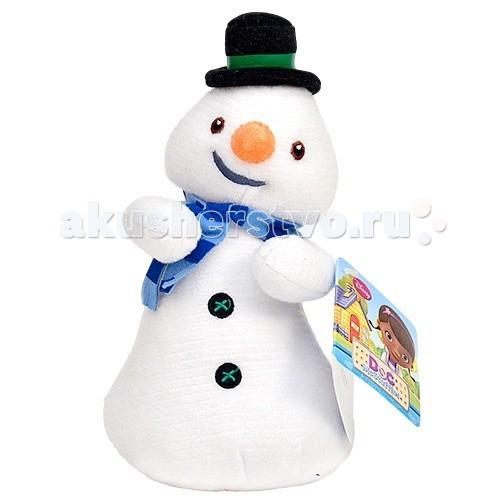 Мягкая игрушка Disney Чилли 25 смЧилли 25 смСнеговик Чилли из мультфильма «Доктор Плюшева» - очень милый и забавный персонаж. Он все время забывает, что он игрушка и боится растаять!  Эта большая мягкая игрушка снеговик порадует любого ребенка – она приятная на ощупь и очень хорошо скроена. Снеговичок ничем не отличается от своего персонажа из мультфильма – у него смешное личико, щегольский цилиндр, синий шарфик и пуговички.   Игрушка Снеговик Чилли не содержит никаких твердых частей – глазки, носик и пуговки вышитые. Текстура снеговика ребристая и помогает развивать мелкую моторику у ребенка.  Высота игрушки – 25 см Сделан из гипоалергенных материалов Ребристая текстура Не содержит твердых частей<br>