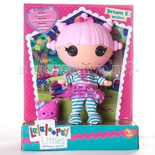 Lalaloopsy Кукла Жемчужинка 533818Кукла Жемчужинка 533818Жемчужинку сшили из платья зубной феи.  Она любит коллекционировать вещи и раскладывать их по полочкам.  У нее много блестящих вещей, сладостей, но больше всего она обожает свою коллекцию пуговиц.<br>