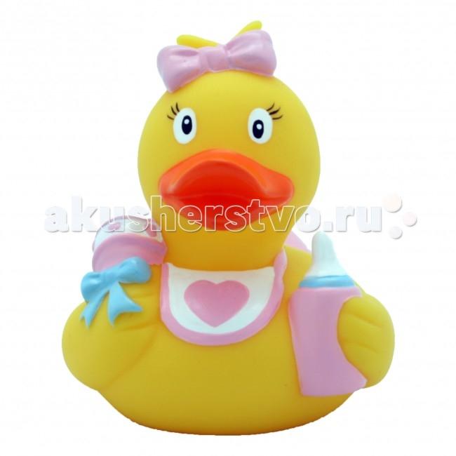 FunnyDucks Игрушка для купания Утка Младенец девочкаИгрушка для купания Утка Младенец девочкаFunnyDucks Утка Младенец девочка.  Уточки среди водоплавающих игрушек всегда занимали почетное лидирующее место. Трудно выдумать что-то новое в этом море желтого очарования. Вот разве что наделить каждую игрушку своим характером и образом. Трогательные, яркие, забавные резиновые уточки наверняка понравятся малышам. С ними можно купаться, использовать в повседневных играх, как на улице, так и дома.  Устраивайте импровизированный театр, изучайте профессии, учитесь считать, придумывайте вместе с ребенком истории, а уточки сделают процесс обучения более радостным и увлекательным. Размер уточек 8*8 см. Они рекомендованы детям с 3 лет, но под присмотром взрослых их можно использовать с пеленок.Даже взрослых эти прикольные уточки заставят улыбнуться. Причем каждый покупатель выберет из представленного ряда забавных образов тот, который он сможет подарить друзьям или коллегам, для того что бы поднять им настроение.  Уточки любят компанию, и вы сможете подобрать к каждому образу целую серию на все случаи жизни: скейтбордист, байкер, футболист, дайвер, ныряльщик, музыкант, жених с невестой и детки, семья эскимосов, уточка, которая поздравляет с днем рождения и много других. Из серии профессии: утка-доктор, утка-медсестра, утка-пожарный, -повар, -пекарь, -следопыт, -ученый, -пилот и стюардесса.  Киношные и мультяшные персонажи: резиновая уточка пчелка Майя и Вилли, Спиди-гонщик, Принцесса лягушка, пираты, рыцари, Дракула, Скелет, Шерлок Холмс, семья уток Супергероев, Спайдермэн и утка-Бэтмен.Утки в виде животных и даже цветов: Божья коровка, Буренушка, Кошка и утка-подсолнух. Большие уточки 23 см выглядит эксклюзивно и восхитительно. С такой, почти настоящей по размеру уткой можно купаться не только в ванной, а также в домашнем бассейне или пруду.Уточки изготовлены из безопасных материалов. На воде держатся ровно, голова не перевешивает, на бок не заваливаются. При нажатии издают негро