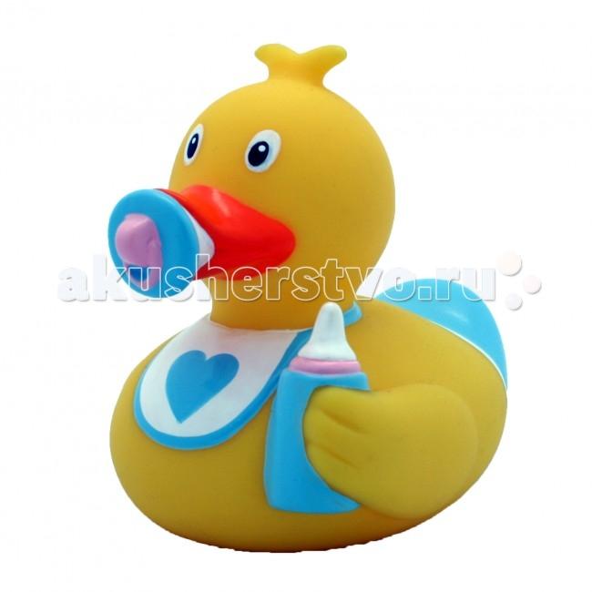 FunnyDucks Игрушка для купания Утка Младенец мальчикИгрушка для купания Утка Младенец мальчикFunnyDucks Утка Младенец мальчик.  Уточки среди водоплавающих игрушек всегда занимали почетное лидирующее место. Трудно выдумать что-то новое в этом море желтого очарования. Вот разве что наделить каждую игрушку своим характером и образом. Трогательные, яркие, забавные резиновые уточки наверняка понравятся малышам. С ними можно купаться, использовать в повседневных играх, как на улице, так и дома.  Устраивайте импровизированный театр, изучайте профессии, учитесь считать, придумывайте вместе с ребенком истории, а уточки сделают процесс обучения более радостным и увлекательным. Размер уточек 8*8 см. Они рекомендованы детям с 3 лет, но под присмотром взрослых их можно использовать с пеленок.Даже взрослых эти прикольные уточки заставят улыбнуться. Причем каждый покупатель выберет из представленного ряда забавных образов тот, который он сможет подарить друзьям или коллегам, для того что бы поднять им настроение.  Уточки любят компанию, и вы сможете подобрать к каждому образу целую серию на все случаи жизни: скейтбордист, байкер, футболист, дайвер, ныряльщик, музыкант, жених с невестой и детки, семья эскимосов, уточка, которая поздравляет с днем рождения и много других. Из серии профессии: утка-доктор, утка-медсестра, утка-пожарный, -повар, -пекарь, -следопыт, -ученый, -пилот и стюардесса.  Киношные и мультяшные персонажи: резиновая уточка пчелка Майя и Вилли, Спиди-гонщик, Принцесса лягушка, пираты, рыцари, Дракула, Скелет, Шерлок Холмс, семья уток Супергероев, Спайдермэн и утка-Бэтмен.Утки в виде животных и даже цветов: Божья коровка, Буренушка, Кошка и утка-подсолнух. Большие уточки 23 см выглядит эксклюзивно и восхитительно. С такой, почти настоящей по размеру уткой можно купаться не только в ванной, а также в домашнем бассейне или пруду.Уточки изготовлены из безопасных материалов. На воде держатся ровно, голова не перевешивает, на бок не заваливаются. При нажатии издают негро