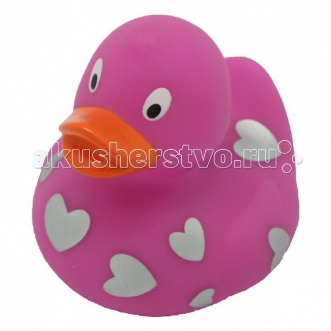 FunnyDucks Игрушка для купания Уточка розовая с сердечкамиИгрушка для купания Уточка розовая с сердечкамиFunnyDucks Уточка розовая с сердечками.  Уточки среди водоплавающих игрушек всегда занимали почетное лидирующее место. Трудно выдумать что-то новое в этом море желтого очарования. Вот разве что наделить каждую игрушку своим характером и образом. Трогательные, яркие, забавные резиновые уточки наверняка понравятся малышам. С ними можно купаться, использовать в повседневных играх, как на улице, так и дома.  Устраивайте импровизированный театр, изучайте профессии, учитесь считать, придумывайте вместе с ребенком истории, а уточки сделают процесс обучения более радостным и увлекательным. Размер уточек 8*8 см. Они рекомендованы детям с 3 лет, но под присмотром взрослых их можно использовать с пеленок.Даже взрослых эти прикольные уточки заставят улыбнуться. Причем каждый покупатель выберет из представленного ряда забавных образов тот, который он сможет подарить друзьям или коллегам, для того что бы поднять им настроение.  Уточки любят компанию, и вы сможете подобрать к каждому образу целую серию на все случаи жизни: скейтбордист, байкер, футболист, дайвер, ныряльщик, музыкант, жених с невестой и детки, семья эскимосов, уточка, которая поздравляет с днем рождения и много других. Из серии профессии: утка-доктор, утка-медсестра, утка-пожарный, -повар, -пекарь, -следопыт, -ученый, -пилот и стюардесса.  Киношные и мультяшные персонажи: резиновая уточка пчелка Майя и Вилли, Спиди-гонщик, Принцесса лягушка, пираты, рыцари, Дракула, Скелет, Шерлок Холмс, семья уток Супергероев, Спайдермэн и утка-Бэтмен.Утки в виде животных и даже цветов: Божья коровка, Буренушка, Кошка и утка-подсолнух. Большие уточки 23 см выглядит эксклюзивно и восхитительно. С такой, почти настоящей по размеру уткой можно купаться не только в ванной, а также в домашнем бассейне или пруду.Уточки изготовлены из безопасных материалов. На воде держатся ровно, голова не перевешивает, на бок не заваливаются. При на