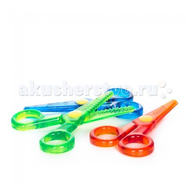 Crayola Набор безопасных ножниц с фигурными лезвиямиНабор безопасных ножниц с фигурными лезвиямиCrayola Набор безопасных ножниц с фигурными лезвиями - эти фигурные ножницы предназначены для самых маленьких любителей поделок. Работать с безопасными ножницами Crayola могут малыши, начиная с 3 лет.   В наборе вы найдете три пары ножниц из прочной пластмассы, каждые из которых имеют свою форму безопасных лезвий. Классические красные ножницы позволят разрезать бумагу по прямой, синие – делают волнообразную линию, а зеленые – оставляют после себя край в виде зигзага. С такими аксессуарами для творчества малышам будет легче сделать красивые и аккуратные аппликации и другие поделки.  Ножницы изготовлены из нетоксичного пластика, безопасного для детского здоровья и окружающей среды.<br>
