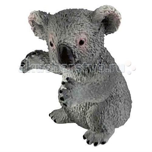 Bullyland Фигурка Детеныш коалы 4,5 смФигурка Детеныш коалы 4,5 смBullyland Фигурка Детеныш коалы 4,5 см. - рождается весом всего 5,5 грамм и длиной 15-18мм. Малыш находится в сумке матери еще шесть месяцев. И только в возрасте 30 недель он начинает кушать экскременты матери, состоящие из полупереваренных листьев эвкалипта.   В возрасте одного года детеныши коалы становятся самостоятельными и могут жить собственной жизнью. Фигурка детеныша коалы очень мила и беззащитна, хорошо передает внешность реального животного.   Игрушка сделана из высококачественных, нетоксичных материалов и абсолютно безопасна для детей.   Размер: 34 х 34 х 41 мм.<br>