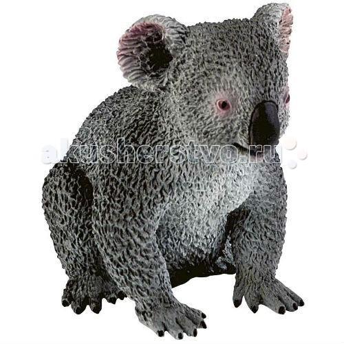 Bullyland Фигурка Коала 7,9 смФигурка Коала 7,9 смBullyland Фигурка Коала 7,9 см. - познакомьте ребенка с дикой коалой! Очень интересное, ни на кого не похожее животное. Их основное место обитания – Австралия, с ее теплым и влажным климатом.   Основная пища коалы – листья и побеги эвкалипта. Детеныш рождается весом всего 5,5 грамм и находится в сумке матери еще шесть месяцев.   Фигурка коалы очень мила, хорошо передает внешность реального животного. Игрушка сделана из высококачественных, нетоксичных материалов и абсолютно безопасна для детей.   Размер: 79 х 52 х 70 мм.<br>