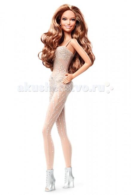 Barbie Дженифер ЛопезДженифер ЛопезКукла Barbie Дженифер Лопез, станет прекрасным подарком как для маленьких девочек, так и для девушек постарше. Яркая, белоснежная одежда певицы осыпана серебристыми блестками. На ногах у певицы прекрасные сапожки на высокой платформе. Образ певицы воссоздан до мелочей - не только костюм и сценический образ, но и ее черты лица.<br>