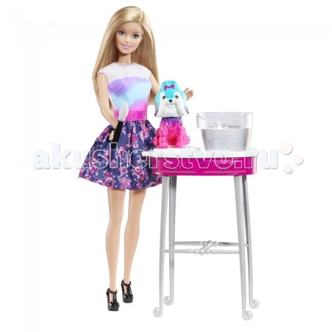 Barbie ЗоосалонЗоосалонКукла Barbie Зоосалон   Особенности: Набор «Зоосалон» с куклой Барби позволит Барби и ее собаке менять имидж как по волшебству! Для этого требуется всего лишь вода.  Опустите собаку в холодную воду и смочите водой топ Барби для того, чтобы проявить их яркие цвета.  Также можно использовать аппликатор, чтобы подвергать действию воды лишь определенные участки — в таком случае облик собачки и расцветка топа Барби будут иметь множество возможных вариантов расцветки!  Для того, чтобы вернуть собачке ее первоначальный цвет просто опустите ее в теплую воду, а топу Барби дайте высохнуть. После этого можно начинать все с начала!  В комплекте: кукла столик фигурка собаки емкость для жидкости аппликатор<br>