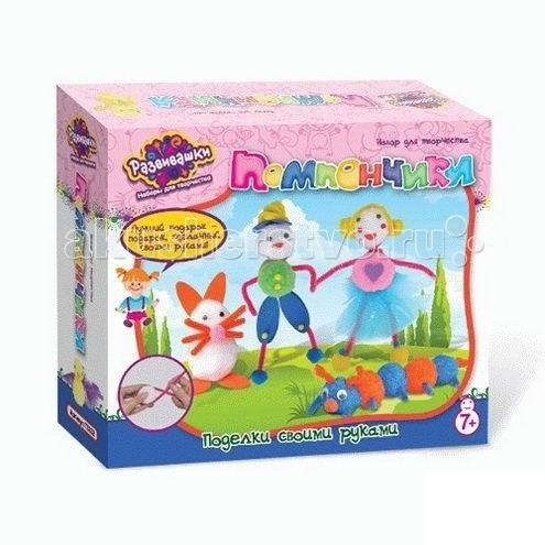 Развивашки Шьем игрушку из помпончиков ДрузьяШьем игрушку из помпончиков ДрузьяС помощью данного набора юная рукодельница сможет сделать замечательную мягкую игрушку. Игрушка, сделанная своими руками, это отличный подарок лучшей подруге или другу. А также ребенок сам сможет собрать коллекцию игрушек, созданных собственными руками.  Занятия рукоделием развивают мелкую моторику, концентрацию внимания, усидчивость, творческое воображение.  Состав набора: перья помпоны  глазки  детали из EVA клей бархатные шнурки инструкция  При производстве используется только сертифицированные и безопасные материалы. На всех этапах изготовления производится жесткий контроль качества. Вся продукция соответствует международным стандартам безопасности, имеет необходимые сертификаты соответствия и санитарно-эпидемиологические заключения. Продукция, не подлежащая обязательной сертификации, проходит добровольную сертификацию.  Наборы предназначены для начинающих творцов, специальных знаний и дополнительных материалов не требуется. Следуя инструкции, Вы и ваши дети сможете создавать красивые и интересные поделки. Они украсят Ваш дом или станут оригинальными подарками для близких. Очень часто взрослые помогают ребенку в изготовлении поделок и сами вовлекаются в процесс. Творчество с детьми – это хороший повод для совместной деятельности и общения ребенка с родителями.  Творчество очень важно для развития гармоничной личности. Оно способствует развитию вкуса, творческого воображения, формированию таких качеств, как аккуратность, усидчивость, трудолюбие. С помощью продукции ТМ «Развивашки» дети развиваются, учатся лепить, рисовать, творить, создавать.<br>