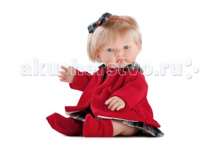 Dnenes/Carmen Gonzalez Кукла Леан 34 см 54013Кукла Леан 34 см 54013Dnenes/Carmen Gonzalez Кукла Леан, 34 см.  Очень красивая кукла-пупс испанского производителя традиционных кукол для детей Dnenes.Высота куклы - 34 см.Кукла одета в нарядное клетчатое платье и короткое бордовое пальто. Платье имеет короткие рукава, декоративный воротничок-стоечку из бордового трикотажа, пышную коротенькую юбку и застежку-«липучку» на спине. Платье декорировано бантом из бордового шнурка.  Украшением наряда служит коротенькое вязаное пальто бордового цвета на подкладке из бежевой хлопчатобумажной ткани. У пальто длинные рукава и отложной воротник из той же ткани, что и платье.Прическу украшает повязка-шнурок бордового цвета с бантом из клетчатой ткани.В комплект входят белые трикотажные трусики.На ножки одеты бордовые трикотажные носочки.Ножки имеют форму близкую к анатомической.Кукла не имеет запаха и обладает приятным тактильным эффектом. Кукла Carmen Gonzalez продается в красивой подарочной коробке с прозрачным окошком.  Кукла-пупс Леан  Тело  Твердый винил Волосы  Светлые, хорошо прошитые Глаза  Голубые, стеклянные, без ресничек, не закрываются Одежда  Высококачественный текстиль. Нарядное клетчатое платье и короткое бордовое пальто  Головной убор  Повязка-шнурок бордового цвета с бантом из ткани Детали  Белые трикотажные трусики. Бордовые трикотажные носочки Обувь  Нет Дизайн  Изысканный. Детали лица, рук и ножек великолепно проработаны  Упаковка  Красивая подарочная коробка с прозрачным окошком.<br>