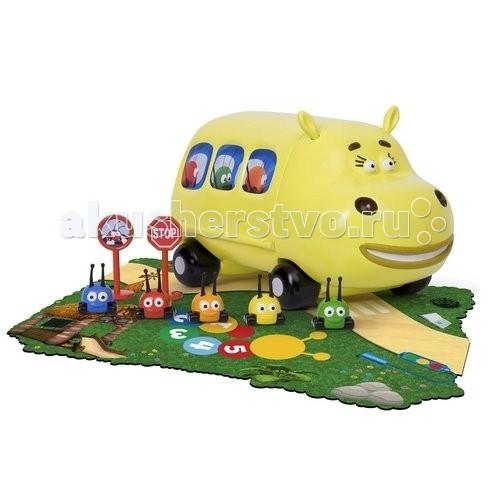 Famosa JJ Автобус Хиппобас  с жучкамиJJ Автобус Хиппобас  с жучкамиFamosa JJ Автобус Хиппобас с жучками - герои нового мультсериала для малышей ,Перекресток в джунглях, завоевывают все большую популярность. Эти забавные животные отличаются тем, что вместо лапок у них колесики.   Компания Famosa выпустила серию игрушек, с которыми ваш ребенок сможет создать собственные джунгли прямо у себя дома. Множество интересных и увлекательных приключений ждет их на дорогах тропического леса.  С автобусом Хиппобас можно будет придумать множество своих собственных историй. Навстречу к необыкновенным приключениям автобус везет разноцветных жучков. Рассадите малышей по местам и вперед!<br>