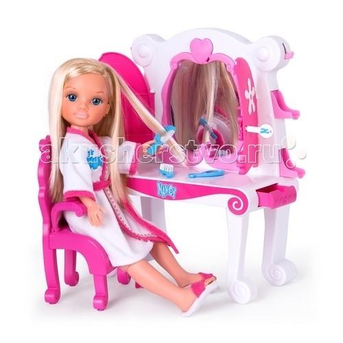 Famosa Туалетный столик куклы НэнсиТуалетный столик куклы НэнсиFamosa Туалетный столик куклы Нэнси - с туалетным столиком, в котором есть зеркало, ребенок сможет делать восхитительные прически своей любимице. Также в набор входит маленькая расческа.  В туалетном столике есть отделения для хранения разнообразных аксессуаров для Ненси.  Внимание! Кукла в данный набор не входит и приобретается отдельно!  Не рекомендуется детям до 4-х лет.<br>