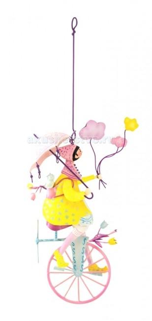 L'oiseau Bateau Triplette Подвесное украшение Девочка с зонтикомTriplette Подвесное украшение Девочка с зонтикомКоманда велосипедистов! Интересно в какое захватывающее путешествие мы направимся на диковинных велосипедах вместе?  Фантазийное подвесное украшение наполнит любой интерьер атмосферой романтики, освежит его, добавит красок. Послужит оригинальным подарком и ребёнку, для которого сможет стать источником вдохновения, и взрослому, которого сможет погрузить в мир прекрасных грёз...  Каждая деталь выполнена из металла (сталь) французскими ремесленниками вручную   Размеры: 30.5 см В х 18.5 см Д х 10.5 см Ш<br>