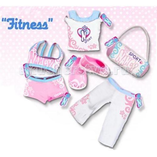 Famosa Нэнси комплект одежды для фитнесаНэнси комплект одежды для фитнесаКукла Famosa Нэнси комплект одежды для фитнеса - комплект одежды для фитнеса для кукол Нэнси. Теперь Ненси будет очень удобно заниматься фитнесом для поддержки себя в хорошей физической форме.  В комплекте: топик, майка, удобные штанишки, тапочки и милая сумочка.  Одежда подходит для кукол Nancy высотой 43 см<br>