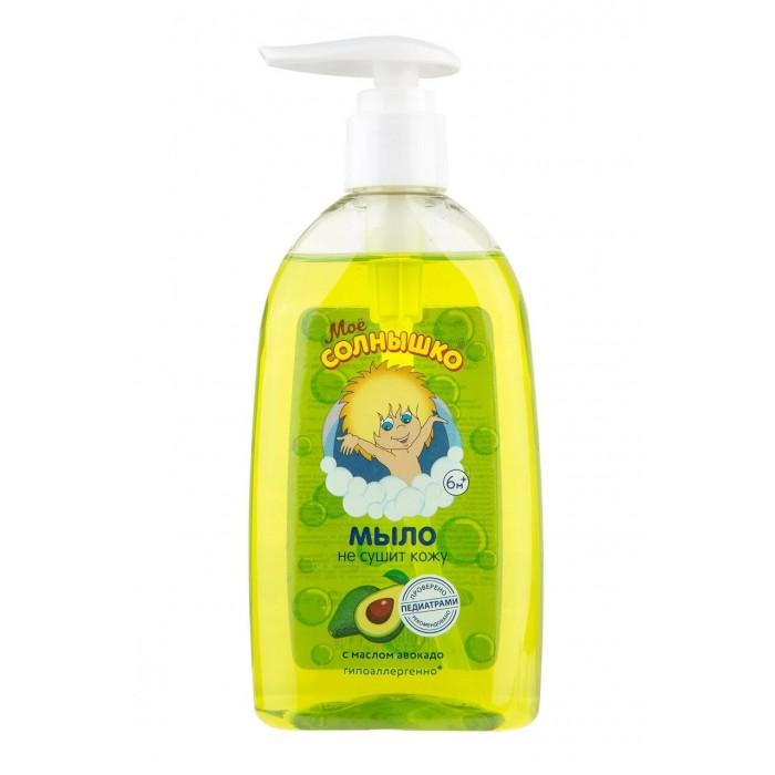 Моё солнышко Мыло жидкое с маслом авокадо 300 млМыло жидкое с маслом авокадо 300 млМое солнышко Мыло жидкое с маслом авокадо предназначено для деликатного, мягкого очищения и ухода за чувствительной и нежной кожей ребенка.   Особенности: Жидкое мыло бережно и мягко очищает нежную кожу малыша и эффективно препятствует ее шелушению.  Оно не создаст дискомфорта при его попадании в глаза и отлично подходит для умывания.  Благодаря содержанию в нем масла авокадо и увлажняющих добавок оно смягчает, увлажняет и питает детскую кожу, предотвращает ее раздражение и чрезмерное высушивание.  У флакона есть удобный дозатор, обеспечивающий удобное и комфортное применение. Масло авокадо смягчает, питает и увлажняет детскую кожу, предотвращает чрезмерное высушивание и раздражение кожи. Жидкое мыло мягко и бережно очищает нежную и чувствительную кожу ребенка и препятствует её шелушению.  Не создает дискомфрта при попадании в глаза и хорошо подходит для умывания. Клинически проверено и рекомендовано ФГУ «МНИИ Педиатрии и детской хирургии Минздрава России».<br>