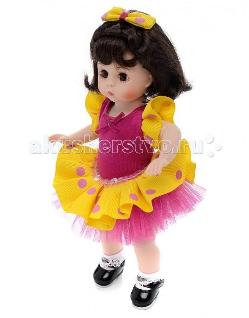 Madame Alexander Кукла Танцовщица польки 20 смКукла Танцовщица польки 20 смКукла Madame Alexander Танцовщица польки станет прекрасным украшением любой коллекции.   Кукла Танцовщица польки - с карими глазами и черными волосами по плечи. На танцовщице яркое легкое платье - верхняя юбка, рукава и бантик на голове - цвета фуксии с фиолетовыми горошинами, корсет платья из атласа и нижняя юбка из тюли - фиолетовые.  Кукла 20 см. Выполнена из высококачественного винила. Глазки из стекла, закрываются. Ручки и ножки двигаются. Тончайшая проработка черт лица. Многослойная одежда, разработанная известными дизайнерами, выполнена из качественных натуральных тканей.   Более 90 лет назад Беатрис Александер Берман, дочь русского эмигранта, преобразовала мастерскую своего отца и основала компанию Madamе Alexander по производству кукол. Сегодня бренд Мадам Александер - всемирно известная марка, под которой создаются игровые и коллекционные виниловые куклы, достойные восхищения.<br>