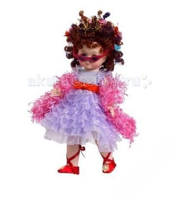 Madame Alexander Кукла Фенси и Ненси 20 смКукла Фенси и Ненси 20 смКукла Madame Alexander Фенси и Ненси станет прекрасным украшением любой коллекции.   Фэнси в переводе с английского означает модный, стильный. Это кукла для девочек, которые любят поэкспериментировать с одеждой и волосами. У Нэнси гламурная прическа из завитушек с забавными украшениями в волосах. Кукла одета в модное белое плиссированное платье с красным бантом, завязанном на поясе. На плечи накинуто розовое боа. На ножках у куклы красные сапожки и красные ленточки. У модной Нэнси на глазах розовые очки.   Кукла 20 см. Выполнена из высококачественного винила. Глазки из стекла, закрываются. Ручки и ножки двигаются. Тончайшая проработка черт лица. Многослойная одежда, разработанная известными дизайнерами, выполнена из качественных натуральных тканей.   Более 90 лет назад Беатрис Александер Берман, дочь русского эмигранта, преобразовала мастерскую своего отца и основала компанию Madamе Alexander по производству кукол. Сегодня бренд Мадам Александер - всемирно известная марка, под которой создаются игровые и коллекционные виниловые куклы, достойные восхищения.<br>