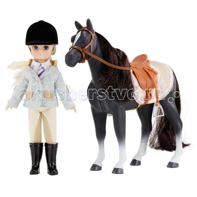 Lottie Кукла Лотти Юная наездница с лошадьюКукла Лотти Юная наездница с лошадьюЛотти очень любит занятия в Пони-клубе. Она знает, что её там ждет любимый конь Серен, что в переводе с валлийского означает Звезда. Он иногда бывает нахальным, иногда упрямым, но Лотти точно знает, что Серен очень добрый и верный. А еще он очень красивый, особенно его огромные карие глаза. Его любимые лакомства яблоки и морковь. У коня длинная шелковистая грива, и Лотти каждый день расчесывает её. Во время занятий дети узнают много нового о лошадях. С каждым днем Лотти становится всё более уверенной наездницей.  У Лотти есть замечательная экипировка для верховой езды. Классический голубой пиджак имеет длинные рукава, декоративный воротничок-стоечку, две пуговицы, нашивки из бежевой ткани. Белое поло хорошо смотрится с галстуком в сиренево-белую полоску. Бриджи, высокие черные сапоги и черный шлем наездницы завершают образ.  Лотти в костюме для верховой езды: пиджак для верховой езды белоснежное поло галстук в сиренево-белую полоску бежевые бриджи высокие черные каучуковые сапоги шлем конь вороной масти с седлом, уздечкой, стременами и попоной креативная упаковка в виде подарочного пакетика с ручкой и прозрачным окошком  Рекомендовано психологами всего мира для правильного развития ребенка! Лотти создана по средним пропорциям 9 летней девочки. Увлекается тем, что подходит ее возрасту. Не носит каблуков и не красится, нет осиной талии и оформившейся груди. Волосы сделаны из высококачественного материала саран и пропитаны воском, чтобы не путались. Одежде уделено много внимания, удобные липучки. Высота Лотти - 18 см. 19 международных наград.<br>