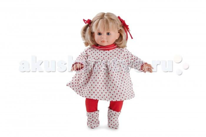 Dnenes/Carmen Gonzalez Пупс Кико в красных колготках и с бантиками 34 смПупс Кико в красных колготках и с бантиками 34 смОчень красивая кукла-пупс испанского производителя традиционных кукол для детей Dnenes. Высота куклы - 34 см.  Кукла одета в нарядное вязаное платье белое с квадратиками из ярко красных нитей с добавлением люрекса. У платья длинные рукава, застежка - «липучка» на спине, из под кокетки выходят мягкие складки, что придает платью пышность. Красный воротник-хомут придает наряду яркость и объединяет его в единое целое, так как из этого же материала сшиты красные трикотажные брючки.  Пышная прическа украшена двумя красными бантиками. Носочки выполнены из той же ткани, что и платье.  Тело - Комбинированное: твердый винил, мягко набивные вставки Волосы - Светлые, волнистые, хорошо прошиты Глаза - Серые, стеклянные, обрамлены ресничками, закрываются Одежда - Высококачественный текстиль. Красивый трикотажный комплект: платье и брюки Головной убор - Бантики из красных атласных лент Детали - Носочки из того же материала, что и платье Обувь - Нет Дизайн - Изысканный. Детали лица, рук и ножек великолепно проработаны.  Упаковка - Красивая подарочная коробка с прозрачным окошком.  Все куклы Carmen Gozalez производятся на заводе в Испании по классической технологии. Технология изготовления кукол из латекса или винила была внедрена в 1940 году, в 1950-х эта технология стала популярна среди известных кукольных брендов по всему миру. Все куклы изготавливаются по уникальным пресс-формам с применением ручного труда. Каждая кукла хранит в себе тепло рук мастера.  Компания Dnenes очень гордится качеством своих кукол, компания неоднократно получала престижные награды на международных выставках, имеет европейские сертификаты безопасности. К особенностям испанских кукол Carmen Gonzalez стоит отнести и тот факт, что куклы не имеют запаха, который многими производителями заглушается сильно пахнущими отдушками. Волосы у кукол имеют приятную фактуру, с большим вниманием дизайне