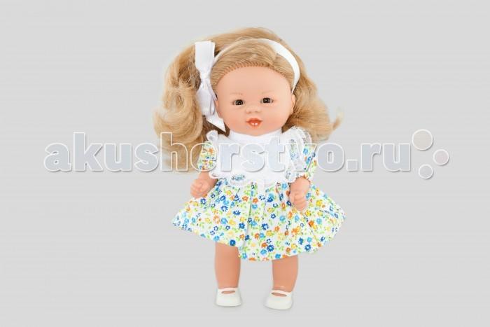 Dnenes/Carmen Gonzalez Кукла Бебетин в цветочном платье с ажурным нагрудником 21 смКукла Бебетин в цветочном платье с ажурным нагрудником 21 смОчень красивая кукла-девочка испанского производителя традиционных кукол для детей Dnenes. Высота куклы - 21 см.  Кукла одета в летнее платьице в мелкий цветочек. У платья короткие рукава-фонарики, завышенная талия, пышная юбка и застежка - липучка на спине. Особую нарядность и привлекательность платью придает белый декоративный нагрудник с отделкой из тонкого кружева.  Эту малышку отличает роскошная копна белокурых локонов, которые подвязаны белой атласной лентой. В комплект входят белые трикотажные трусики. Ножки обуты в белые пластиковые туфельки. Девочка стоит на ножках.  Тело - Твердый винил Волосы - Огромная копна белокурых локонов, хорошо прошитых Глаза - Карие, стеклянные, без ресничек, не закрываются Одежда - Высококачественный текстиль. Летнее платье в мелкий цветочек с белым нагрудником Головной убор - Белая атласная лента Детали - Белые трикотажные трусики Обувь - Белые пластиковые туфельки Дизайн - Изысканный. Детали лица, рук и ножек великолепно проработаны.  Упаковка - Красивая подарочная коробка с прозрачным окошком.  Все куклы Carmen Gozalez производятся на заводе в Испании по классической технологии. Технология изготовления кукол из латекса или винила была внедрена в 1940 году, в 1950-х эта технология стала популярна среди известных кукольных брендов по всему миру. Все куклы изготавливаются по уникальным пресс-формам с применением ручного труда. Каждая кукла хранит в себе тепло рук мастера.  Компания Dnenes очень гордится качеством своих кукол, компания неоднократно получала престижные награды на международных выставках, имеет европейские сертификаты безопасности. К особенностям испанских кукол Carmen Gonzalez стоит отнести и тот факт, что куклы не имеют запаха, который многими производителями заглушается сильно пахнущими отдушками. Волосы у кукол имеют приятную фактуру, с большим вниманием дизайнеры отнесли