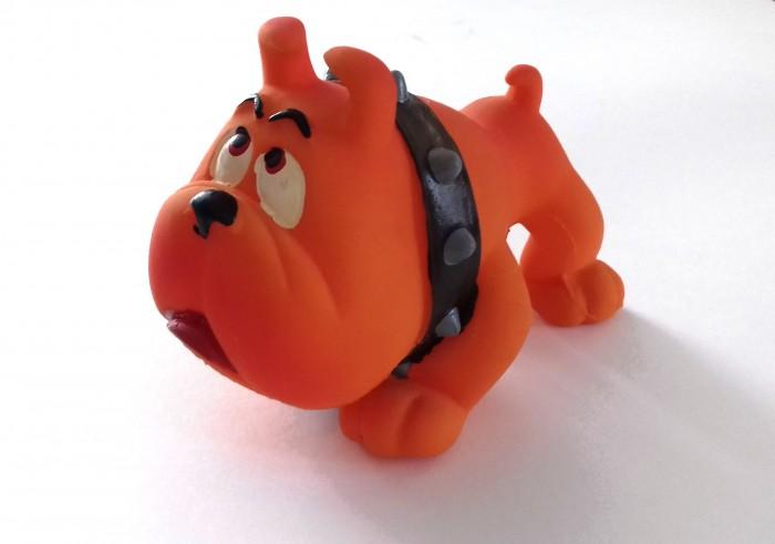 Lanco Латексная игрушка Боксер средний 1016Латексная игрушка Боксер средний 1016Lanco Латексная игрушка Боксер средний 1016 для детей от трех месяцев.  Латексные игрушки Lanco удобно и комфортно держать в детской руке. С ними можно играть в ванной, в кроватке, в автомобиле, во время путешествий в поезде, на самолете, на пароходе.  Эти игрушки способствуют развитию воображения ребенка, способствуют развитию мелкой моторики.  Чем замечательны латексные игрушки Lanco? - уникальность - эксклюзивное качество - отсутствие аналогов.  Игрушки производятся из безвредного, экологически чистого 100% натурального сырья – латекса – без химических и минеральных добавок, этот материал нелипкий, приятный и мягкий на ощупь, для него характерно отсутствие запаха.  Особенности игрушек Lanco: Латексные игрушки Lanco прошли сертификацию как в Европе, так и в России Играя с латексными игрушками Lanco невозможно травмироваться, невозможно откусить, оторвать детали от них При растягивании любая латексная игрушка Lanco увеличивается до 7 раз, возвращаясь в исходное положение, не деформируясь. В производстве этих игрушек используются натуральные пищевые красители, которые наносятся на латексные игрушки Lanco вручную. Латексные игрушки Lanco привлекают яркостью красок, и цветовая гамма разработана совместно с психологами.  Материал: - производство из безвредного, экологически чистого 100% натурального сырья – латекса – без химических и минеральных добавок - нелипкий - приятный и мягкий на ощупь - отсутствие запаха.  Использование: - латексные игрушки Lanco легко моются в теплой воде с нейтральным мылом, при этом красители не линяют - латексные игрушки Lanco удобно и комфортно держать в детской руке - с латексными игрушками Lanco можно играть в ванной, в кроватке, в автомобиле, во время путешествий в поезде, на самолете, на пароходе.  Красители: натуральные пищевые красители, которые наносятся на латексные игрушки Lanco вручную - устойчивость красителей к воздействию слюны - красители, использ