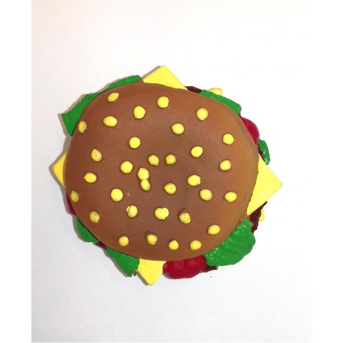Lanco Латексная игрушка Гамбургер 1142Латексная игрушка Гамбургер 1142Lanco Латексная игрушка Гамбургер 1142 для детей от трех месяцев.  Латексные игрушки Lanco удобно и комфортно держать в детской руке. С ними можно играть в ванной, в кроватке, в автомобиле, во время путешествий в поезде, на самолете, на пароходе.  Эти игрушки способствуют развитию воображения ребенка, способствуют развитию мелкой моторики.  Чем замечательны латексные игрушки Lanco? - уникальность - эксклюзивное качество - отсутствие аналогов.  Игрушки производятся из безвредного, экологически чистого 100% натурального сырья – латекса – без химических и минеральных добавок, этот материал нелипкий, приятный и мягкий на ощупь, для него характерно отсутствие запаха.  Особенности игрушек Lanco: Латексные игрушки Lanco прошли сертификацию как в Европе, так и в России Играя с латексными игрушками Lanco невозможно травмироваться, невозможно откусить, оторвать детали от них При растягивании любая латексная игрушка Lanco увеличивается до 7 раз, возвращаясь в исходное положение, не деформируясь. В производстве этих игрушек используются натуральные пищевые красители, которые наносятся на латексные игрушки Lanco вручную. Латексные игрушки Lanco привлекают яркостью красок, и цветовая гамма разработана совместно с психологами.  Материал: - производство из безвредного, экологически чистого 100% натурального сырья – латекса – без химических и минеральных добавок - нелипкий - приятный и мягкий на ощупь - отсутствие запаха.  Использование: - латексные игрушки Lanco легко моются в теплой воде с нейтральным мылом, при этом красители не линяют - латексные игрушки Lanco удобно и комфортно держать в детской руке - с латексными игрушками Lanco можно играть в ванной, в кроватке, в автомобиле, во время путешествий в поезде, на самолете, на пароходе.  Красители: натуральные пищевые красители, которые наносятся на латексные игрушки Lanco вручную - устойчивость красителей к воздействию слюны - красители, используемые при произ