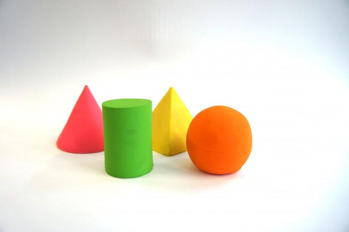 Lanco Латексная игрушка из 4-х геометрических фигур 664/4Латексная игрушка из 4-х геометрических фигур 664/4Lanco Латексная игрушка Игрушка в комплекте из 4 геометрических фигур 664/4 для детей от трех месяцев.  Латексные игрушки Lanco удобно и комфортно держать в детской руке. С ними можно играть в ванной, в кроватке, в автомобиле, во время путешествий в поезде, на самолете, на пароходе.  Эти игрушки способствуют развитию воображения ребенка, способствуют развитию мелкой моторики.  Чем замечательны латексные игрушки Lanco? - уникальность - эксклюзивное качество - отсутствие аналогов.  Игрушки производятся из безвредного, экологически чистого 100% натурального сырья – латекса – без химических и минеральных добавок, этот материал нелипкий, приятный и мягкий на ощупь, для него характерно отсутствие запаха.  Особенности игрушек Lanco: Латексные игрушки Lanco прошли сертификацию как в Европе, так и в России Играя с латексными игрушками Lanco невозможно травмироваться, невозможно откусить, оторвать детали от них При растягивании любая латексная игрушка Lanco увеличивается до 7 раз, возвращаясь в исходное положение, не деформируясь. В производстве этих игрушек используются натуральные пищевые красители, которые наносятся на латексные игрушки Lanco вручную. Латексные игрушки Lanco привлекают яркостью красок, и цветовая гамма разработана совместно с психологами.  Материал: - производство из безвредного, экологически чистого 100% натурального сырья – латекса – без химических и минеральных добавок - нелипкий - приятный и мягкий на ощупь - отсутствие запаха.  Использование: - латексные игрушки Lanco легко моются в теплой воде с нейтральным мылом, при этом красители не линяют - латексные игрушки Lanco удобно и комфортно держать в детской руке - с латексными игрушками Lanco можно играть в ванной, в кроватке, в автомобиле, во время путешествий в поезде, на самолете, на пароходе.  Красители: натуральные пищевые красители, которые наносятся на латексные игрушки Lanco вручную - усто