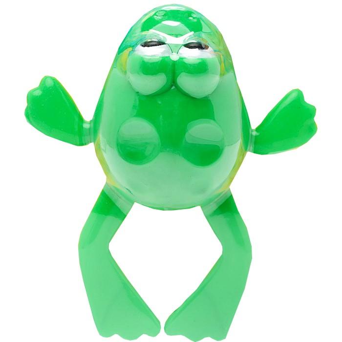 Играем вместе Заводная игрушка для купания ЛягушонокЗаводная игрушка для купания ЛягушонокИграем вместе Заводная игрушка Лягушонок непременно понравится малышу и станет его любимой игрушкой! Игрушка выполнена в виде яркого лягушонка с механическим заводом. Заведите игрушку с помощью специального рычажка, и она начнет двигаться.  Особенности: Игра с заводными игрушками способствует приятному времяпрепровождению, стимулирует ребенка к активным действиям, научит устанавливать причинно-следственные связи.  Мелкие детали и разнофактурные материалы благоприятствуют развитию тактильных ощущений и моторики пальчиков, а яркие цвета и забавные формы стимулируют зрение. Размер упаковки: 21.5 х 16 х 6 см.<br>