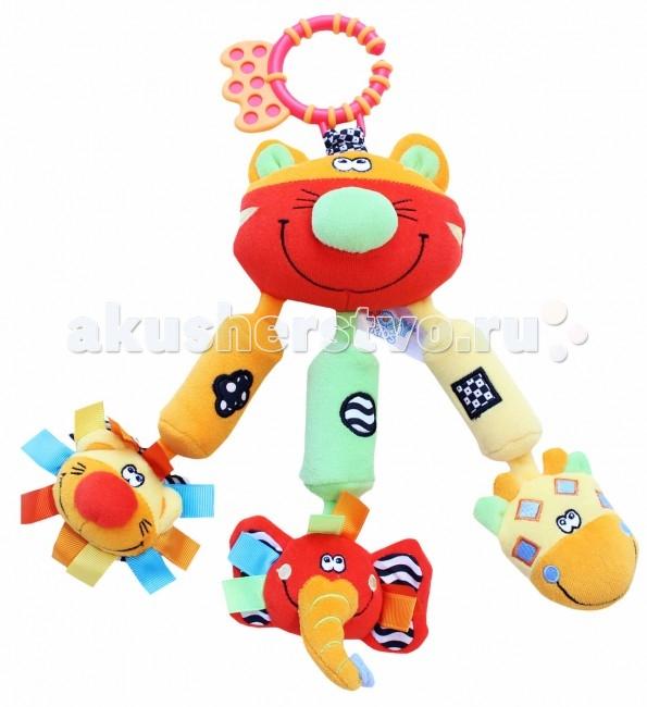 Подвесная игрушка Roxy Кот Шими и его друзьяКот Шими и его друзьяКот Шими и его друзья - развивающая игрушка с элементами: пищалка в голове слона, погремушки в голове льва и жирафа, колокольчики.   Особенности: Яркие образы и цвета развивают визуальное восприятие окружающего мира ребенка. Прикосновения и звук: игрушки со звуком помогают ребенку развивать слух. Навыки мелкой моторики: помогают ребенку развивать ручки и пальчики, совершать точные движения, хватать и управлять объектами. Издает забавный звук при нажатии на туловище.  Удобное крепление.  Размер - 24 см.<br>