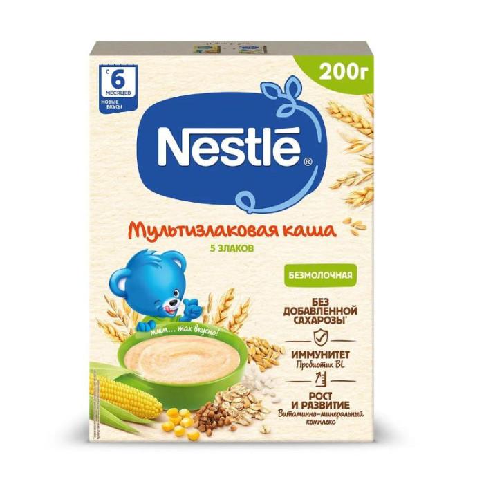Nestle Безмолочная Мультизлаковая каша 5 злаков с 6 мес.Безмолочная Мультизлаковая каша 5 злаков с 6 мес.Nestle Каша безмолочная Мультизлак 5 злаков приготовлена только из натуральных, экологически чистых продуктов, обогащена витаминами, минералами и микроэлементами. Она не содержит консервантов, искусственных красителей, стабилизаторов и химических добавок.  Особенности: Каша Nestle мультизлаковая 5 злаков включает в себя пять злаков, которые являются богатейшим источником энергии для организма.  Пшеничная крупа благотворно влияет на нервную систему и способствует поддержанию иммунитета.  Овсяная крупа оказывает обволакивающее и противовоспалительное действие на слизистую желудка, повышает сопротивляемость организма к различным инфекциям. В рисовых зернах содержится рекордное количество сложных углеводов, дающих приток энергии на длительное время.  Кукурузная крупа способствует поднятию и укреплению иммунитета, предотвращает в кишечнике процессы брожения.  Гречневая крупа богата клетчаткой и растительным белком, стимулирует кроветворение.  Злаки, входящие в состав кашки, содержат витамины: В1, B2, B6, А, Е, С, D, фолиевую кислоту, ниацин, макро- и микроэлементы (натрий, калий, кальций, фосфор, йод, железо, цинк).  Каша Nestle мультизлаковая - это польза натуральных злаков! Каша обогащена живыми бифидобактериями BL, которые подобны бактериям в кишечнике детей, получающих исключительно грудное вскармливание.  Бифидобактерии обеспечивают поддержание здоровой микрофлоры кишечника. Бифидобактерии в сочетании с витаминами и микроэлементами, входящими в состав каши, обеспечивают полноценный рост и развитие малыша, а также укрепляют его иммунитет. Содержит 9 витаминов и 7 минеральных веществ. Содержит бифидобактерии, способствующие укреплению иммунитета и нормализации пищеварения. Не содержит красителей, консервантов, ароматизаторов, ГМО. Легко усваивается.  Состав: крупа пшеничная (измельченная), мука гречневая, мука рисовая, мука овсяная, мука кукурузная, мальтодекстрин,