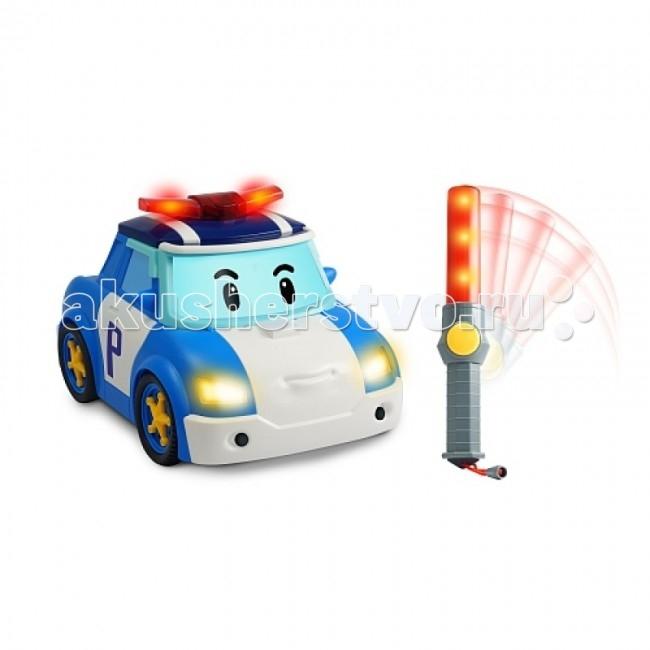 Интерактивная игрушка Robocar Poli Поли - следуй за мной!Поли - следуй за мной!Машинка - точная копия своего экранного героя. Полицейская машинка робот-трансформер Поли живет в сказочном городишке Брумс Таун, где все-все машинки могут говорить!   Поли очень смелый и добрый полицейский, он и его дружная команда спасателей следят за порядком в сказочном городке, и готовы в любой момент прийти на помощь попавшим в беду!  Поли живет в сказочном городке Брумстаун, где все машинки и другая техника могут говорить. Он очень добрый и смелый полицейский, у него много друзей, к которым он всегда готов прийти на помощь.  Основные характеристики машинки: Машинка приводится в движение с помощью полицейского жезла, техгология ИК У жезла компактные размеры, и даже трехлетний карапуз легко удержит его в руках Малыш, управляя машинкой, будет учиться координировать движения рук В процессе игры с машинками на радиоуправлении у ребенка будет развиваться глазомер Ребенок, играя с машинками, получит основные знания по управлению автомобилем Имеются световые и звуковые эффекты Жезл делает машинку интерактивной, она может самостоятельно ехать Выполнена из высококачественного металла, детали и края аккуратно обработаны Использованы нетоксичные и гипоаллергенные красители Реалистично выглядит и развивает приличную скорость  Сюжетно-ролевые игры с использованием игрушек Robocar POLI способствуют развитию фантазии и пространственного мышления, мелкой моторики рук и координации движений вашего ребенка, формируют грамотную речь.  Упакована в картонную коробку с демонстрационным окном Для работы игрушки нужны: 3 батарейки типа АА и одна батарейка 9V (в комплект не входят). Размер машинки: 25 см<br>