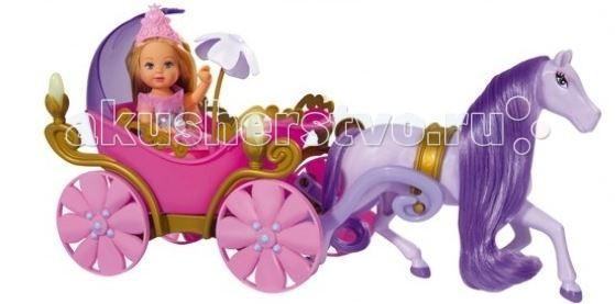 Simba Кукла Еви в карете + лошадьКукла Еви в карете + лошадьКукла Еви Simba в карете + лошадь - милая куколка со светлыми длинными волосами, которые можно расчесывать, создавая разнообразные причёски непременно понравится вашей малышке.   Очаровательная куколка в образе принцессы. Она управляет красивой розовой каретой, запряженной лошадью. У кареты по бокам светятся фонарики.    Особенности:    Кукла сделана из высококачественного пластика  Благодаря своей компактности, ее можно брать в дальнее путешествие  Играя с куклой, ваша девочка придумает множество сюжетно-ролевых игр  В игре будут развиваться творческие способности, фантазия, воображение и артистические навыки, а также внимательность, мелкая моторика и координация движения рук   Высота куклы: 12 см<br>