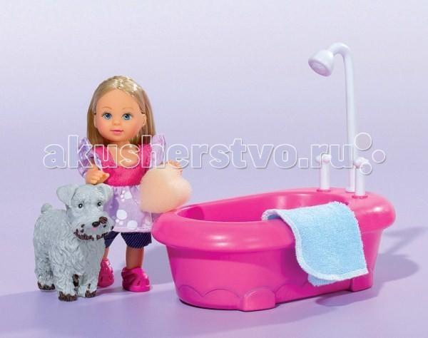 Simba Еви и набор для купания песикаЕви и набор для купания песикаКукла Еви Simba и набор для купания песика - милая куколка с длинными волосами, которые можно расчесывать, создавая разнообразные причёски непременно понравится вашей малышке.   Ваша дочурка непременно придет в восторг от очаровательной куклы Еви и ее питомца! Малышка Еви решила покупать своего милого пёсика, у которого грязные лапки и мордочка. Для этого у неё есть ванна с настоящей водой, а её любимец совсем не против поплескаться. Для того чтобы помыть собачку достаточно просто смочить гудку и грязь исчезнет соприкоснувшись с водой.    В комплекте:    кукла Еви,   собачка с функцией изменения цвета,   ванночка (при нажатии на кран льётся водичка),   полотенце,   губка для мытья собачки.     Особенности:    Кукла сделана из высококачественного пластика  Руки и ноги куколки подвижны, куколку можно сажать  Волосы Еви можно расчесывать, делать различные прически  Вся одежда легко снимается, куколку можно переодевать  Благодаря своей компактности, ее можно брать в дальнее путешествие  Играя с куклой, ваша девочка придумает множество сюжетно-ролевых игр  В игре будут развиваться творческие способности, фантазия, воображение и артистические навыки, а также внимательность, мелкая моторика и координация движения рук   Высота куклы 12 см Собачка – 7.5 см<br>