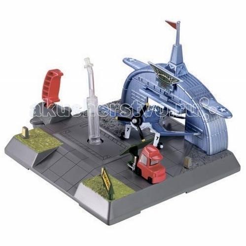 Disney Mattel Planes Игровой набор с машинкой BFM30/BFM39Mattel Planes Игровой набор с машинкой BFM30/BFM39Игровой набор представляет из себя площадку летней школы Шкипера, где есть взлетная полоса и ангар.   Маленькие любители мультфильма Самолеты будут в восторге. Игра позволяет использовать всех героев мультфильма, как положительных, так и отрицательных.   Ребенок может разыгрывать сцены из мультика, фантазировать, играть с друзьями. Помимо всего прочего такие игрушки развивают мелкую моторику малыша.  Выполнена из экологичных материалов, безопасных для здоровья малыша.   Материал: пластик<br>