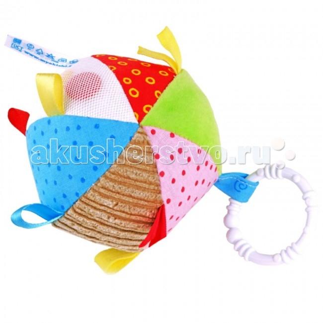 """Подвесная игрушка Мякиши Мячик с петелькамиМячик с петелькамиРазвивающая игрушка Мячик с петельками - это большое количество всевозможных цветных петелек и разнофактурных тканей, а также погремушка.  Разработан специально для развития мелкой моторики и тактильных ощущений малыша.   Особенности: Перебирая петельки, малыш понимает, что они гладкие или шершавые, пробует """"на вкус"""", и, тем самым познаёт мир.  Яркий мячик стимулирует малыша хватать и держать его маленькими пальчиками.  Мягкий и приятный на ощупь мячик, издает звук зёрнышек, стимулирующий органы слуха малыша.  Мячик поможет малышу развить в себе новые навыки, побуждая его к активным действиям!  Изготовлено из гипоаллергенных материалов  При поставке цветовые решения игрушек могут отличаться от выложенных на сайте.   Состав: х/б ткань (100 процентов), вельвет, сетка, трикотажные полотна, швейная фурнитура, холлофайбер, пластмассовое колечко, а также атласные, х/б и трикотажные петельки   Размер: диаметр 10 см   Цвета в ассортименте<br>"""