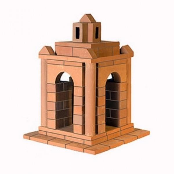 Конструктор Brickmaster Беседка 95 деталейБеседка 95 деталейКонструктор Brickmaster Беседка 95 деталей - очень популярная новинка среди развивающих игрушек в последнее время.  Конструктор из настоящих кирпичиков прекрасно подойдет для юных строителей. Играя с этим набором малыш сможет почувствовать себя настоящим строителем и архитектором. Ведь ему предстоит строить из самых настоящих керамических кирпичиков и цемента.  Ваш малыш сможет соорудить из деталей симпатичную беседку, в которой поселятся игрушечные солдатики или куклы. Если ребенок захочет обновить постройку или создать другое здание, конструкцию нужно замочить в воде на несколько часов. Тогда цемент растворится в воде, а гладкие кирпичики Брикмастер снова будут готовы к использованию.  Играя с конструктором из настоящих кирпичиков и создавая интересные постройки, ребёнок развивает мелкую моторику рук, логическое мышление,творческие способности, внимательность и усидчивость. А также учится конструировать по схеме и составлять собственные проекты.  В набор входит: 95 маленьких кирпичиков, строительная смесь, маленький мастерок и подробная пошаговая инструкция.<br>