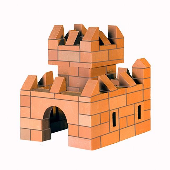 Конструктор Brickmaster Крепость 2 в 1 119 деталейКрепость 2 в 1 119 деталейКонструктор Brickmaster Крепость 2 в 1 119 деталей - очень популярная новинка среди развивающих игрушек в последнее время.  Конструктор из настоящих кирпичиков прекрасно подойдет для юных строителей. Играя с этим набором малыш сможет почувствовать себя настоящим строителем и архитектором. Ведь ему предстоит строить из самых настоящих керамических кирпичиков и цемента.  Ваш малыш сможет соорудить из деталей симпатичную крепость, в которой поселятся игрушечные солдатики или куклы. Если ребенок захочет обновить постройку или создать другое здание, конструкцию нужно замочить в воде на несколько часов. Тогда цемент растворится в воде, а гладкие кирпичики Брикмастер снова будут готовы к использованию.  Играя с конструктором из настоящих кирпичиков и создавая интересные постройки, ребёнок развивает мелкую моторику рук, логическое мышление,творческие способности, внимательность и усидчивость. А также учится конструировать по схеме и составлять собственные проекты.  В набор входит: 119 маленьких кирпичиков, строительная смесь, маленький мастерок и подробная пошаговая инструкция.<br>