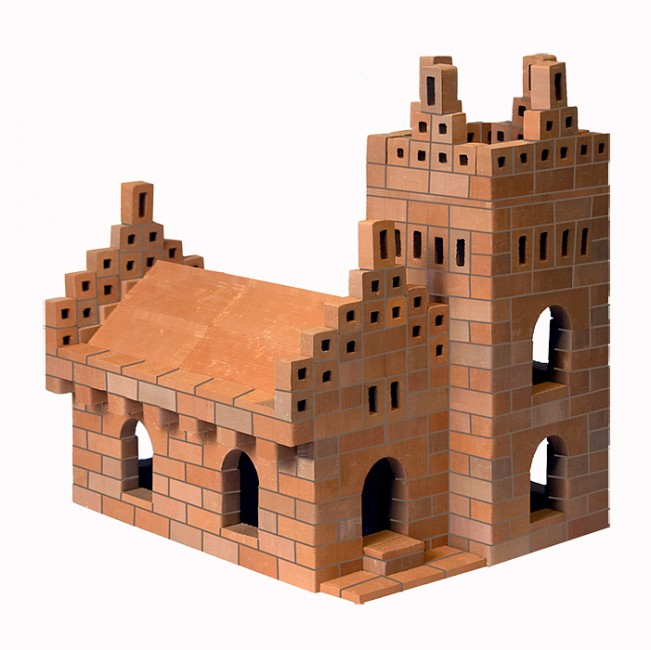 Конструктор Brickmaster Собор 5 в 1 488 деталейСобор 5 в 1 488 деталейКонструктор Brickmaster Собор 5 в 1 488 деталей - один из самых больших наборов в серии конструкторов Brickmaster включает 488 кирпичиков из обожженной глины, из которых юный архитектор сможет построить красивый собор с колокольней, галерею с арками, крепостную башню и другие здания.  В комплект также входит строительная смесь из песка и кукурузной муки. Если смешать это вещество с водой, получается клейкий цемент, надежно скрепляющий детали. А если ребенок захочет построить что-то другое, конструкцию достаточно замочить в воде на некоторое время. Тогда кирпичики очистятся и снова станут блестящими и ровными.<br>