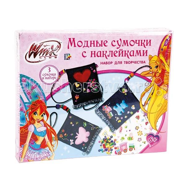 Multiart Winx Модные сумочки с наклейкамиWinx Модные сумочки с наклейкамиИграем вместе Набор д/творчества Multiart Winx Модные сумочки с наклейками.  Набор для творчества Модные сумочки с наклейками предназначен для детей от 6 лет.  Для того, чтобы создать сумочку необходимо надеть на шнурок разноцветные деревянные бусинки и завязать узелок на противоположном конце сумочки, а затем пришить на сумочку мягкую фигурку. Освободить наклейки от защитной пленки и украсить ими сумочку. Для надежного скрепления наклейки и ткани надавите на наклейку входящей в набор деревянной палочкой.  В набор входит:  3 сумочки из джинсовой ткани 3 мягкие фигурки 3 листа с наклейками 78 разноцветных деревянных бусинок 1 деревянная палочка.<br>