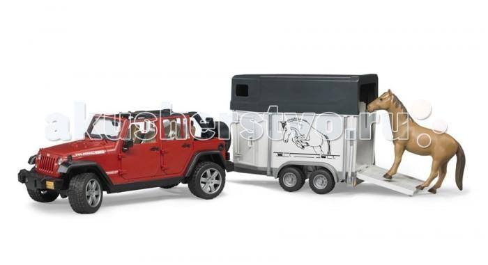 Bruder Внедорожник Jeep Wrangler Unlimited Rubicon c прицепом-коневозкойВнедорожник Jeep Wrangler Unlimited Rubicon c прицепом-коневозкойBruder Внедорожник Jeep Wrangler Unlimited Rubicon c прицепом-коневозкой – это модель известного и популярного в сельской местности внедорожника.   Особенности: Крышу внедорожника можно снять – получается летний вариант с задними дугами. Дверь водителя и пассажиров (4 боковых двери) и задняя двери открываются и снимаются. Заднее сиденье снимается и внедорожник превращается в удобный автомобиль для перевозки грузов. Капот поднимается и крюком фиксируется в верхнем положении. К задней двери внедорожника прикреплено запасное колесо. мПередние колёса поворачиваются рулём. Ко дну джипа прикреплен дополнительный руль-рычаг для удобства управления, при этом дополнительный руль проходит через крышу наружу, поэтому руки будут свободны для управления машиной. Передние колёса поворачиваются рулём. Передняя и задняя оси оснащены амортизаторами. Фаркоп. Прицеп-коневозка оснащена небольшими окнами и тягово-сцепным устройством.  Задний борт коневозки откидывается и превращается в настил.  Колёса обеих игрушек прорезинены.  В наборе внедорожник, прицеп-коневозка, лошадь (бывает трёх расцветок)<br>