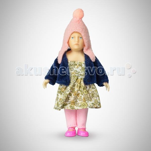 Pupsique Пупс Девочка в пестром платье 110 ммПупс Девочка в пестром платье 110 ммМиниатюрная кукла девочка 110 мм в пестром платье, тёмно-синем жакете, розовой шапочке и штанишках.  Главное, что отличает пупсика Pupsique от подобных игрушек, - это идеальное сходство с человеком. Это авторское произведение, создатели которого сумели детально соблюсти пропорции и особенности человеческого тела.  Размер куколки Pupsique всего 110 мм, однако каждый пупсик раскрашен вручную (hand painted), и все его части подвижны: голова, ручки, ножки. В качестве дополнительных аксессуаров предлагается большой выбор оригинальной дизайнерской одежды, которая, безусловно, понравится детям и их родителям.  Игрушка выполнена из высококачественного винила, гарантированно гипоаллергенного материала. Все куколки и аксессуары к ним помещены в особую блистерную упаковку, при производстве которой используется только пищевой пластик.  Особенности пупсиков: Идеальное сходство с человеком Словно живой Подвижные части тела (5 точек артикуляции) Не имеет аналогов в мире Большой выбор аксессуаров Высококачественный винил Оригинальная дизайнерская одежда<br>