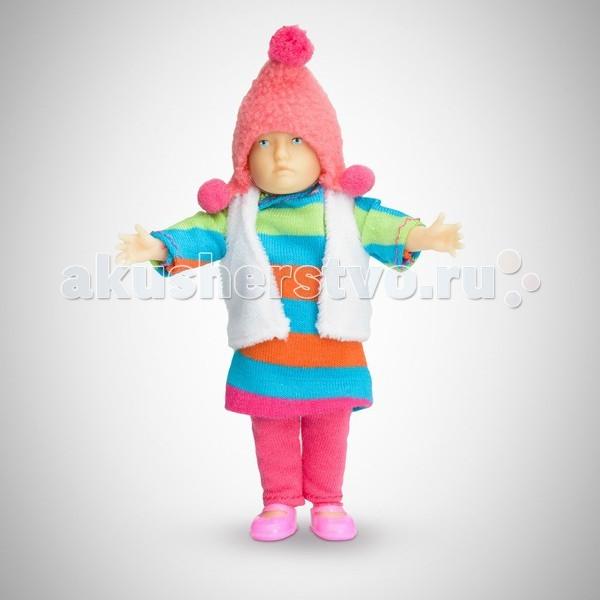 Pupsique Пупс Девочка в полосатом платье 110 ммПупс Девочка в полосатом платье 110 ммМиниатюрная кукла девочка 110 мм в полосатом платье, белой жилетке, розовой шапочке и штанишках.  Главное, что отличает пупсика Pupsique от подобных игрушек, - это идеальное сходство с человеком. Это авторское произведение, создатели которого сумели детально соблюсти пропорции и особенности человеческого тела.  Размер куколки Pupsique всего 110 мм, однако каждый пупсик раскрашен вручную (hand painted), и все его части подвижны: голова, ручки, ножки. В качестве дополнительных аксессуаров предлагается большой выбор оригинальной дизайнерской одежды, которая, безусловно, понравится детям и их родителям.  Игрушка выполнена из высококачественного винила, гарантированно гипоаллергенного материала. Все куколки и аксессуары к ним помещены в особую блистерную упаковку, при производстве которой используется только пищевой пластик.  Особенности пупсиков: Идеальное сходство с человеком Словно живой Подвижные части тела (5 точек артикуляции) Не имеет аналогов в мире Большой выбор аксессуаров Высококачественный винил Оригинальная дизайнерская одежда<br>
