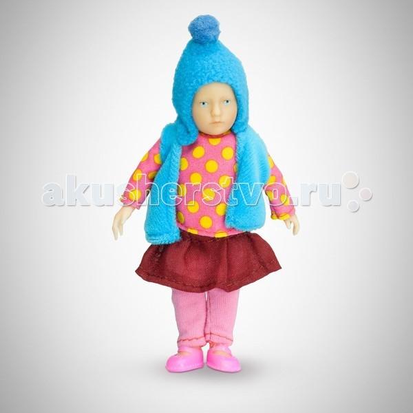 Pupsique Пупс Девочка в кофте в горошек 110 ммПупс Девочка в кофте в горошек 110 ммМиниатюрная кукла девочка 110 мм в кофте в горошек, голубой шапочке и жилетке.  Главное, что отличает пупсика Pupsique от подобных игрушек, - это идеальное сходство с человеком. Это авторское произведение, создатели которого сумели детально соблюсти пропорции и особенности человеческого тела.  Размер куколки Pupsique всего 110 мм, однако каждый пупсик раскрашен вручную (hand painted), и все его части подвижны: голова, ручки, ножки. В качестве дополнительных аксессуаров предлагается большой выбор оригинальной дизайнерской одежды, которая, безусловно, понравится детям и их родителям.  Игрушка выполнена из высококачественного винила, гарантированно гипоаллергенного материала. Все куколки и аксессуары к ним помещены в особую блистерную упаковку, при производстве которой используется только пищевой пластик.  Особенности пупсиков: Идеальное сходство с человеком Словно живой Подвижные части тела (5 точек артикуляции) Не имеет аналогов в мире Большой выбор аксессуаров Высококачественный винил Оригинальная дизайнерская одежда<br>