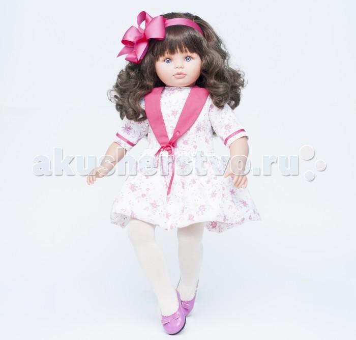ASI Кукла Пепа 60 см 281430Кукла Пепа 60 см 281430Кукла ASI Пепа 60 см 281430 - просто красавица - является воплощением всех детских фантазий.  Кукла очень большая, 60 см и выглядит, как живая девочка. У нее густые и блестящие волосы, мягкие и послушные, как шелк. Их можно расчесывать и делать разные прически.  Руки и ноги у куклы выполнены из винила. Тело - мягконабивное. Вот почему Пепа такая невесомая и очень пластичная. Руки и ноги можно разводить в разные стороны. При этом они фиксируются в любом положении. Благодаря чуть согнутым в коленях ногам Пепу удобно возить в коляске и сажать на стульчик.  На кукле одето очень нарядное летнее платье с ярким принтом, украшенное атласной лентой. На голове красуется такой же шикарный бант цвета фуксии!  Особенности: Пупсик ASI сделан очень качественно.  Без запаха.  Производство Испания. Используется безопасный твердый винил.  Видна прорисовка мельчайших подробностей тела, рук и ног.<br>