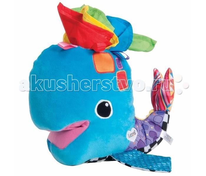 Мягкая игрушка Lamaze Китенок ФренкиКитенок ФренкиС этим объемным красочным китенком можно играть просто как с мягкой игрушкой, а можно буквально вывернуть наизнанку и обнаружить там 4 разноцветных платочка.  Игрушка выполнена из разнофактурных тканей, и малыш с удовольствием может шуршать плавниками и хвостиком кита.   Развивает сенсорное восприятие, мелкую моторику рук.  Упаковка : коробка открытая, презентационная.<br>