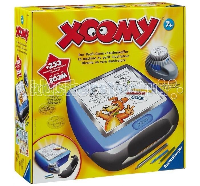 Ravensburger Большой проектор Xoomy Maxi для рисованияБольшой проектор Xoomy Maxi для рисованияКсуми Макси от Ravensburger - устройство проецирующее картинку на лист бумаги, где ребенок может обвести изображение фломастером или карандашами, дополнить и раскрасить на свое усмотрение.  Игрушка помогает научиться рисовать и развивает фантазию.   В комплекте:  60 специальных слайдов с разными картинками черный фломастер для контуров  цветные карандаши  бумага  проецирующий фонарь и корпус-чемоданчик с экраном Игрушка помогает научиться рисовать и развивает фантазию  Наличие батареек: не входят в комплект Тип батареек: 4 х AA/LR6 1.5V (пальчиковые)<br>