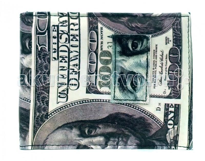 Mojo Pax Портмоне BenjaminПортмоне BenjaminПортмоне Benjamin Mojo Pax  Бенджамин Франклин с нами!  Носите карманные деньги в самом шикарном бумажнике! Хулиганский принт со стодолларовой купюрой обеспечит кошельку от Mojo максимум внимания, где бы тебе ни пришлось расплачиваться!   Внутри этот аксессуар еще круче, чем снаружи — множество удобных отделений помогут быстро найти нужную купюру, карту или проездной талон.  Материал - полиэстер  Размер - 19.7х24.6х1.3 см  MOJO – это бьющая через край энергия молодости, это современный, яркий, смелый стиль для тех, кто не привык сливаться с фоном. Бренд предлагает большой выбор рюкзаков, чехлов для планшетов и ноутбуков, кошельков, наушников и других аксессуаров. Подростки и молодежь любят продукцию MOJO за поистине уникальное сочетание качества, эргономичности, удобства и стопроцентно запоминающейся «внешности». Яркие, смелые, привлекающие к себе внимание принты, современные ткани, высококлассная фурнитура, безупречное качество пошива – эти вещи будут с вами – и будут на пике популярности - ни один год! Качество MOJO давно по достоинству оценили на Западе и в Европе – бренд любят и школьники, и студенты, и взрослые любители ярких вещей и яркой жизни.<br>