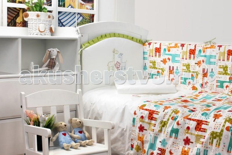 Комплект в кроватку Makkaroni Kids Giraffe 120х60 (6 предметов)Giraffe 120х60 (6 предметов)Комплект постельного белья Giraffe (Жирафы) 120x60 (6 предметов). Очаровательный принт в виде забавных жирафов никого не оставит равнодушным — в том числе и вашего малыша: он с удовольствием будет осваивать цвета, глядя на милых зверушек. Мотив рисунка повторяется в виде аккуратной вышивки на белых деталях комплекта — пододеяльнике и части бортиков, что придает оформлению разнообразие и особую оригинальность.  Особенности: Классический, сдержанный дизайн и продуманная функциональность позволили комплекту завоевать сердца многих родителей! Борт по всему периметру кроватки, со съемными чехлами, состоит из двух частей, высота по периметру - 40 см, изголовье – 45 см. Наполнитель борта – Hollcon, он совершенно не боится влаги, что говорит о его лучших гигиенических качествах. И - самое главное – в постельных принадлежностях из Hollcon не заводятся клещи и прочая нежелательная живность.  Бортик от Makkaroni Kids прекрасно защитит вашего малыша от сквозняков пока он маленький, а когда ребенок подрастет и начнет самостоятельно вставать, предотвратит от возможных ушибов.  Большим преимуществом борта является съемные чехлы. Вы сможете его постирать и при этом не деформировать.  Верхняя ткань одеяла и подушки – 100% хлопок, наполнитель – бамбуковое волокно - обладает натуральными антимикробными свойствами, не вызывает никаких раздражений на коже человека, идеально подходит детям. Волокно из бамбука создаёт комфорт и обеспечивает здоровым и спокойным сном, регулирует температуру Вашего тела, обладает влагопоглощением, замечательной вентилирующей способностью. Размер одеяла позволяет продлить его использование до 5 лет.  Высота подушки, входящей в комплект - 2 см – оптимальная для головы новорожденного согласно современным исследованиям. Все постельные принадлежности в комплекте изготовлены из натурального сатина. Вы по достоинству оцените высокую износостойкость, надежность и долговечност