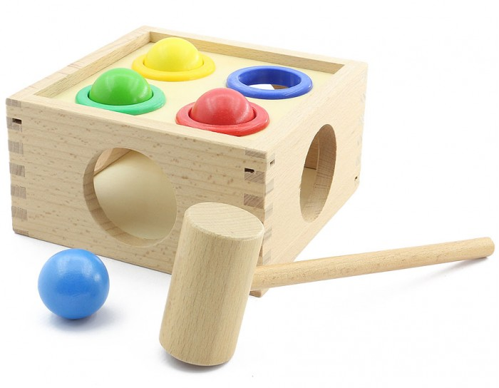 Деревянная игрушка МДИ Стучалка ШарикиСтучалка ШарикиДеревянная игрушка МДИ Стучалка Шарики.  Развивающая игра для детей Шарики - интересна и увлекательна. В нее сможет играть даже самый маленький ребенок. Несмотря на свою простоту действий, данная игрушка весьма полезна, поскольку способствует активному развитию ребенка. Стучалка Шарики имеет основание в виде ящичка, куда попадают шарики после удара по ним молоточком.   В комплект также входят четыре разноцветных шарика, которые соответствуют цвету отверстия в основании. Ребенок должен быть внимательным и правильно сопоставить цвета: красный шарик вставить в красное отверстие, синий- в синее и т.д. Выбираются шарики из отверстий в ящичек специальным молоточком. В процессе игры ребенок будет стремиться попасть молоточком по нужному шарику так, чтобы он провалился в отверстие. Так, развивается внимание и координация движения.   Занимаясь с игрушкой Шарики, ваш малыш научится считать и распознавать цвета, концентрировать внимание на достижении конкретной цели и логически мыслить. Все элементы, входящие в состав игрушки, выполнены из натуральных пород деревьев и имеют стойкое яркое окрашивание, нанесенное качественными лакокрасочными покрытиями на водной основе. Ребенок сможет весело играть, а вы – быть уверены в его полной безопасности. Однако, все же стоит присматривать за игрой маленького ребенка, чтобы он случайно не проглотил шарик или не брал в рот молоточек.<br>