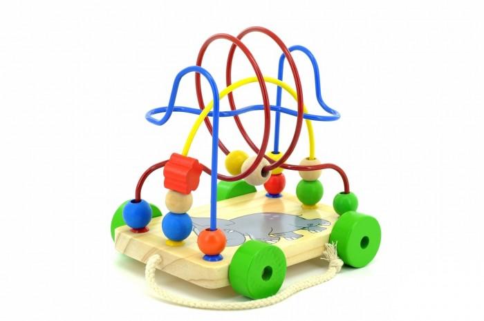Каталка-игрушка МДИ Лабиринт-каталка СлоникЛабиринт-каталка СлоникДеревянная игрушка МДИ Лабиринт-каталка Слоник.  Лабиринт - отличная игрушка для развития мелкой моторики. Кроме того, игра в Лабиринт развивает пространственное мышление. На основании Лабиринта прикреплена изогнутая в разных плоскостях проволка. Она статична, вогнуть ее малыш не сможет. По проволоке можно перемещать деревянные бусинки. Бусинки разного цвета и формы.   А в фигуре слоника есть отверстие, которое значительно усложняет задачу перемещения бусинок по проволке. Во время игры не забывайте называть малышу цвета и формы фигурок. Считайте, сколько фигурок переместили. К основанию Лабиринта прикреплены колеса и веревочка, за которую его можно возить, что делает его еще более привлекательным для ребенка.<br>